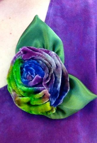 Velvet rose pin