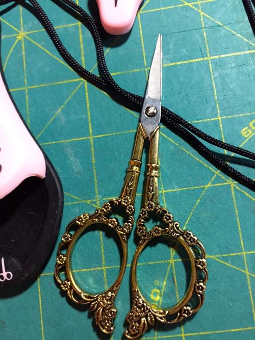 Rose scissors