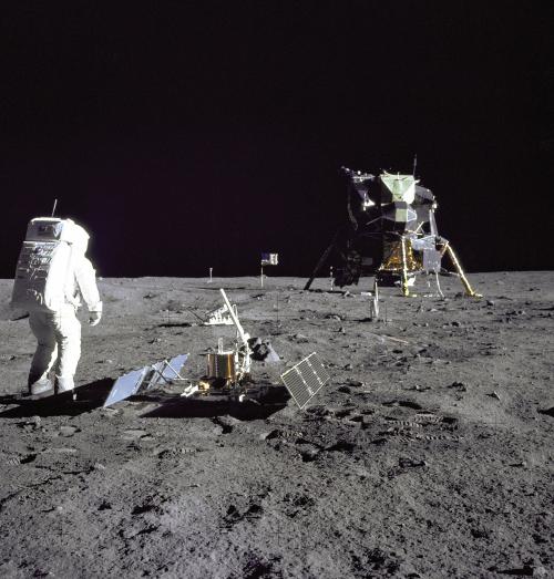 Apollo-11-buzz-aldrin-science-experiment